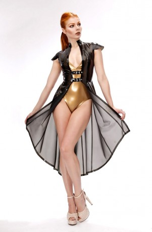 Vivian Latex Mantel