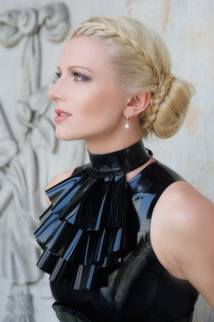 Jabot Latex Collar